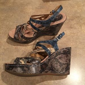 Women's shoes size 10 only worn a couple times